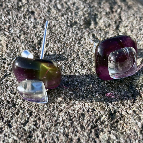 Unique-glass-studs--light-violet-and-clear